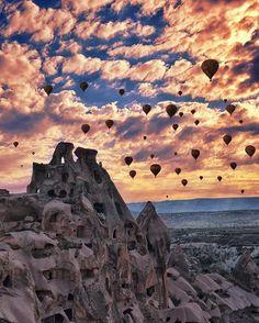 Follow @kyrenian for more incredible travel photos Cappadocia, photo by @kyrenian