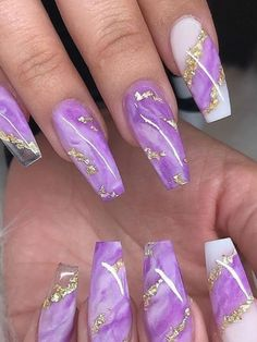 Cute purple marble nails coffin shaped with gold foil! Marble Acrylic Nails, Bling Acrylic Nails, Square Acrylic Nails, Summer Acrylic Nails, Best Acrylic Nails, Gold Nails, Lilac Nails Design, Purple Ombre Nails, Purple Nail Art