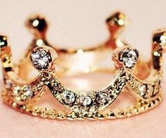 From nycitydreaming.tumblr.com crown ring
