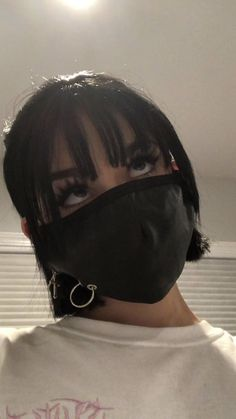 Maggie Lindemann loves a black Mask Bad Girl Aesthetic, Aesthetic Grunge, Aesthetic Photo, Aesthetic Pictures, Aesthetic Black, Maggie Lindemann, Grunge Girl, Grunge Style, Photographie Indie