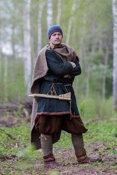 notice his close-fitting cap. Vikings had leather caps for their battles, no horns. Vikings Art, Norse Vikings, Viking Reenactment, Medieval Costume, Viking Men, Viking Warrior, Historical Costume, Historical Clothing, Historical Photos