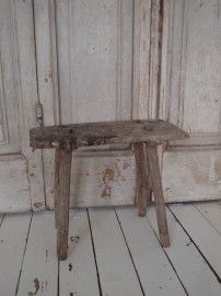 Klein Oud Krukje - love these little stools!