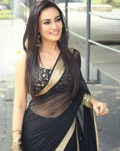 India is so special for the rich cultural variety and colorful dressing traditions. Saree (sari) is the best among Indian dresses. Indian Designer Outfits, Indian Outfits, Hot Girls, Saree Photoshoot, Saree Models, Simple Sarees, Stylish Sarees, Black Saree, Saree Look