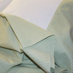 Povlečení+–+zelený+proužek+kvalitní+bavlněné+povlečení+na+jednolůžko+vhodné+do+venkovského+interiéru+(polštář+70+x+90+cm,+peřina+140+x+200+cm)+materiál:+kvalitní+100%+bavlna+české+výroby,+předepraná+praní+maximálně+na+40+°C,+naruby+žehlení+na+stupeň+3/bavlna+zapínání+na+knoflíky+k+povlečení+lze+dokoupit+povlak+na+polštář+40x40+cm+a+povlak+na+polštář+-...