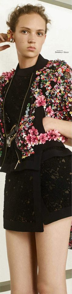 Elie Saab Resort 2017 Floral Fashion, Colorful Fashion, I Love Fashion, Fashion 2017, Couture Fashion, Runway Fashion, Robes Elie Saab, Elie Saab Dresses, Elie Saab Couture
