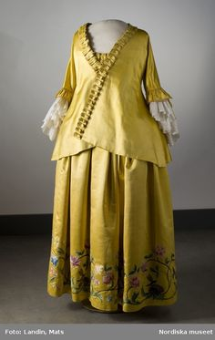 there is no date given for this maternity dress, but it looks maybe 1700's...?