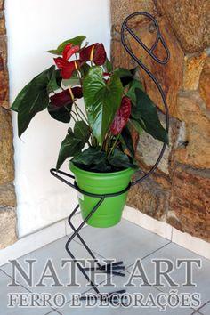 Welding Art Projects, Metal Art Projects, Metal Bending Tools, Plastic Bottle Flowers, Metal Plant Stand, Wrought Iron Decor, Welding And Fabrication, Garden Stand, Metal Art Sculpture
