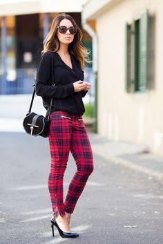 Blouse and bag: ZARA   Trousers: MANGO   Heels: SAINT LAURENT   Sunglasses: KAREN WALKER.