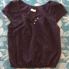 Hollister lace shirt Like new Hollister lace top with 3 buttons, cap sleeves & elastic bottom. Hollister Tops Blouses