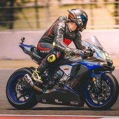 Motorcycle Suit, Moto Bike, Racing Motorcycles, Motorcycle Jackets, Yamaha Motor, Yamaha Yzf R1, Custom Sport Bikes, Bike Style, Super Bikes