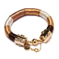 Pulseira de corda revestida com fios dourado, café e prata com fecho ímã