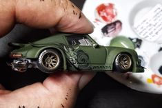 Hot Wheels Customs : La Porsche Rauh-Welt de Pisut Masanong Hot Wheels Customs: Die Porsche Rough World von Pisut Masanong Custom Hot Wheels, Hot Wheels Cars, Custom Cars, Lowrider Model Cars, Custom Porsche, Rauh Welt, Car Audio Systems, Miniature Cars, Slot Car Racing