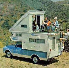 This vintage truck camper has a deck on top! Kombi Trailer, Trailer Park, Kombi Motorhome, Camper Trailers, Motorhome Travels, Retro Trailers, Retro Caravan, Caravan Ideas, Truck Camper