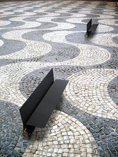 serie de mobiliario urbano basado en chapa plegada de 10mm y madera tratada