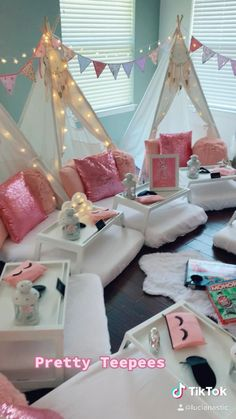 Birthday Sleepover Ideas, 12th Birthday Party Ideas, Sleepover Room, Girl Spa Party, Sleepover Birthday Parties, 9th Birthday, Slumber Party Decorations, Bakery Design, Cafe Design