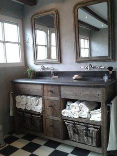 Ideal separate mirrors even level sink so sought after as a design Bathroom Colors, Bathroom Inspiration, Amazing Bathrooms, Bathrooms Remodel, Bathroom Makeover, Rustic Bathroom Vanities, Laundry In Bathroom, Rustic Bathrooms, Bathroom Design