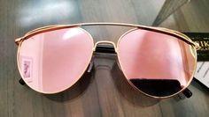 0095d4d92b07e Os óculos de sol espelhados voltaram com tudo. varie o tamanho e as cores,
