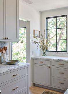 Home Interior Farmhouse .Home Interior Farmhouse Classic Kitchen, New Kitchen, Kitchen Dining, Kitchen Decor, Kitchen Ideas, Kitchen Layout, 10x10 Kitchen, Timeless Kitchen, Cheap Kitchen