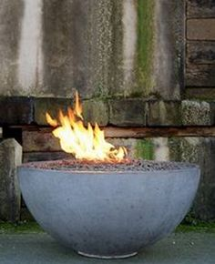 DIY Fireplace Ideas - Concrete Pit Fire Bowl - Do It Yourself Firepit Projects and Fireplaces for Your Yard, Patio, Porch and Home. Outdoor Fire Pit Tutorials for Backyard with Easy Step by Step Tutorials - Cool DIY Projects for Men Fire Pit Bowl, Fire Pit Ring, Fire Bowls, Garden Fire Pit, Diy Fire Pit, Fire Pit Backyard, Concrete Bowl, Concrete Fire Pits, Diy Concrete