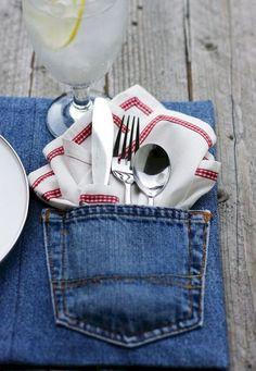 Jeans han existido desde hace mucho tiempo, y la mayoría de nosotros poseer un par (si no son pocos). Lamentablemente, nuestros azules de mezclilla favorit