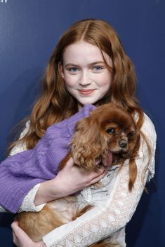 Sadie Sink and a dog named Toast attend 2017 Humane Society of The United States to the Rescue! New York Gala at Cipriani Street on November 2017 in New York City. Stranger Things Actors, Stranger Things Netflix, Charlie Heaton, Sadie Sink, Millie Bobby Brown, Celebs, Celebrities, Role Models, Actors & Actresses