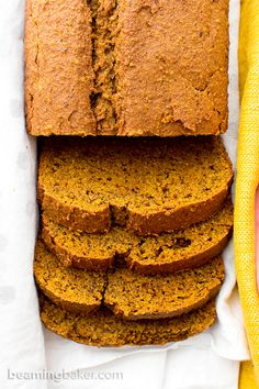 One Bowl Gluten Free Vegan Pumpkin Bread (V, GF, DF): an easy, one bowl recipe for perfectly rich and moist classic pumpkin bread. Vegan, Gluten Free.