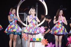 GIRLS 'GENERATIONが最も美しいを開きました。 ほとんどの視聴者のGIRLS 'GENERATION第四ツアーとコンサート韓国ガールズグループ - ファンタジア - バンコクインチ