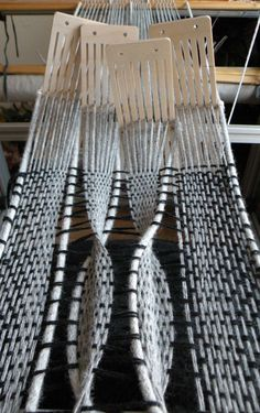 Kadi Pajupuu | twist warp using sections of rigid heddle
