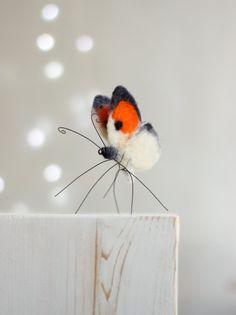 Needle Felted Butterfly  Needle Felt Orange por FeltArtByMariana