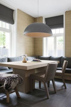 Grasscloth, leather and wood - such a great combination of textures. www.budgetblinds.com/sanramon