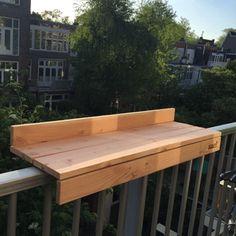 Discover thousands of images about Balkon. Apartment Deck, Apartment Balcony Decorating, Deck Decorating, Apartment Balconies, Do It Yourself Design, Deck Bar, Small Balcony Design, Design Exterior, Deck Railings