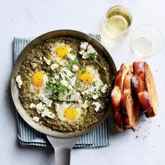 Shakshuka This tangy and vibrant green shakshuka is made with tomatillos and spinach instead of the traditional red tomatoes.This tangy and vibrant green shakshuka is made with tomatillos and spinach instead of the traditional red tomatoes. Malabar Spinach, Wine Recipes, Cooking Recipes, Shakshuka Recipes, Egg Recipes For Breakfast, Breakfast Ideas, School Breakfast, Breakfast Club, Brunch Ideas