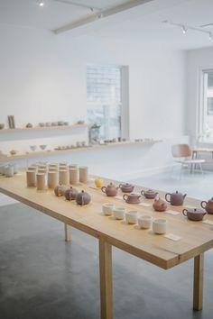 song tea and ceramics - sfgirlbybay Pop Up Shop, Modern Home Furniture, Furniture Vintage, Industrial Furniture, Vintage Industrial, Industrial Style, Furniture Design, Ceramic Store, Store Interiors
