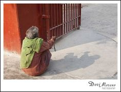 Waiting, begging for some charity, India Charity, Waiting, India, Goa India, Indie, Indian