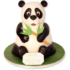 It would seem almost wrong to cut into a panda cake. Beautiful Cakes, Amazing Cakes, Toddler Birthday Cakes, 10 Birthday, Bolo Panda, Panda Cakes, Cake Makers, Fondant Tutorial, Piece Of Cakes
