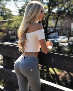 Welcome to my blog featuring beautiful, fit women in sexy yoga pants, shorts and leggings. This blog...
