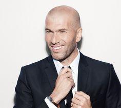 Zinedine Zidane : Bald Men of Style Zinedine Zidane, Famous Bald Men, Gq, Real Men Real Style, Bald With Beard, Military Looks, Hommes Sexy, Play Soccer, Sharp Dressed Man
