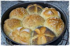 Morgenmuffelchen Brötchen Abends vorbereiten und Morgens nur noch in den Ofen… Morgenmuffelchen rolls Prepare in the evening and in the morning only put into the oven. Quantity: pieces 10 g fresh yeast … Meatloaf Recipes, Pizza Recipes, Fish Recipes, Baking Recipes, Vegan Recipes, Bread Recipes, Bread Bun, Easy Bread, Bread Rolls