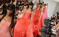 Sempre um dos desfiles mais esperados da Bridal Fashion Week, Vera Wang surpreendeu com sua exibição nessa edição do evento