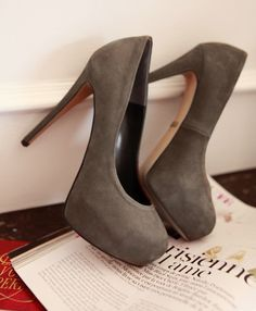 love these grey pumps!