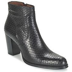 V žádném botníku by neměly chybět kotníkové boty černé barvy s vysokými podpatky. Pěkný kožený svršek poskytuje pohodlí stejně jako gumová podrážka. Propracovaný styl si dovede získat mnohé fanoušky. Nechte se unést modelem Iris z kolekce značky Muratti! - Barva : Černá - Boty Pro-zeny 3463  Kč