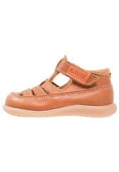 sale retailer 4ac0f 3a284 ¡Consigue este tipo de sandalias de piel de Kavat ahora! Haz clic para ver
