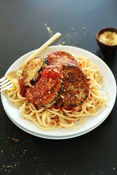 THE BEST Vegan Eggplant Parmesan! Crispy, flavorful, cheesy, DELICIOUS! #vegan #pasta #minimalistbaker