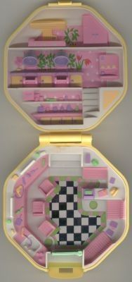 I used to be so obsessed with these Polly Pockets.