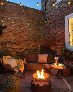 It's official: Revamping can beat winter blues - It's perfectly feasible to transform our outdoor spaces, whatever size they may be, into sociable areas ready for autumn Source by realhomes - Small Courtyard Gardens, Small Courtyards, Outdoor Gardens, Small Garden Terrace Ideas, Cosy Garden Ideas, Garden Lighting Ideas, Very Small Garden Ideas, Small Garden Inspiration, Small Garden Plans