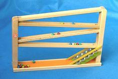 Kugelbahn mit Glockenspiel aus Buchenholz. spiel gut Auszeichnung, ab 3 Jahre.