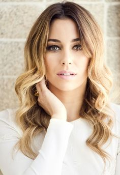Hairdressing Advice That Will Keep Your Hair Looking Great Spanish Girls, Look 2018, Peinados Pin Up, Famous Girls, Hair Looks, Hair Inspo, Hairdresser, Gorgeous Women, Beauty Women