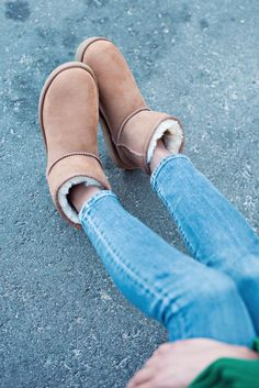 It's all about knits, jeans and classic boots for @grasiemercedes.