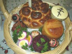 Another yummy example of Pascha baskets. Our parish shares ours at a big picnic after Pascha (Easter) Sunday services. Orthodox Easter, Easter Ham, Easter Traditions, Catholic Traditions, Greek Easter, Easter Dinner Recipes, Ukrainian Easter Eggs, Easter Celebration, Easter Baskets