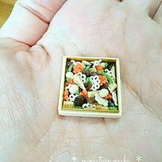 * ミニチュアおせちお煮染め* . . 昨日はnunus_house定期教室でした。 先生の型で作ったから可愛いしリアルで美味しそう😍 . . クリスマスに向けてクリスマス作品頑張ります💪 . . #ミニチュア #ミニチュアフード #ドールハウス #ハンドメイド #習い事 #おせち #お煮染め #手作り #記録 #miniatures #miniature #miniaturefood #osechi #japanesefood #dollhouse #polymerclay #handmade #handicraft #lesson #homework #daily